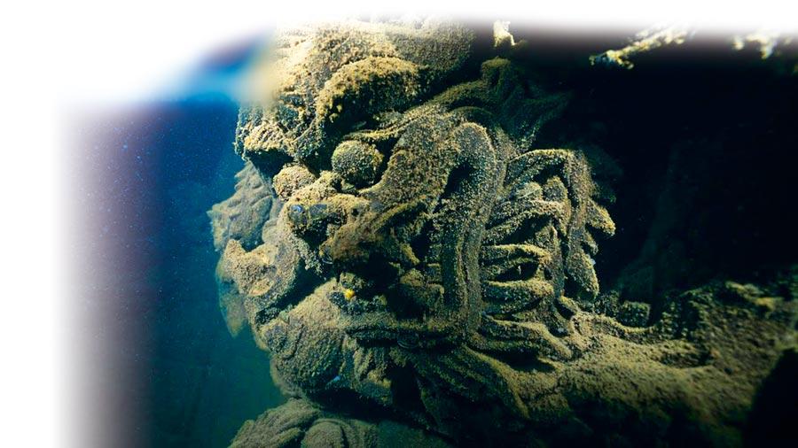 水下洞穴、古城、沉船、海底生態、漁業……每個主題都代表中國水下一種罕見的自然景觀。(取自新浪微博@一條)