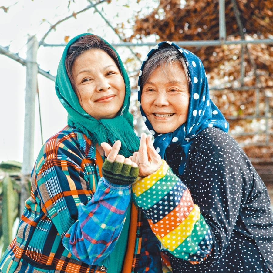 楊貴媚(左)接演《蕃薯澆米》,歸亞蕾是主因之一。(齊石傳播提供)