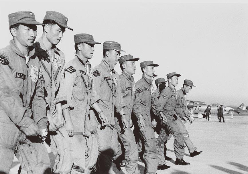 1957年12月27日,我空軍雷虎小組載譽歸國。(本報系資料照片)