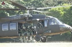 安排軍官擠同架黑鷹張國煒轟應槍斃 國防部回應了
