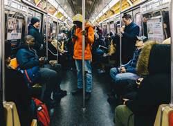 少女搭地鐵睡著 竟遭怪男強抱硬上