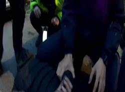 通緝男遇警逃  從2樓一躍而下仍被警逮