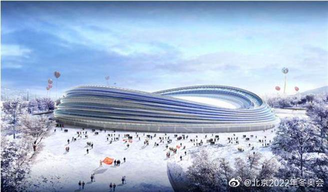 俗稱冰絲帶的大陸國家速滑館已封頂。(取自新浪微博@北京2022冬奧會)
