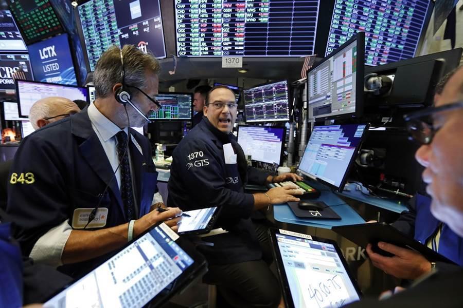 美伊緊張衝突升溫,導致全球股市嚇跌。 (美聯社)
