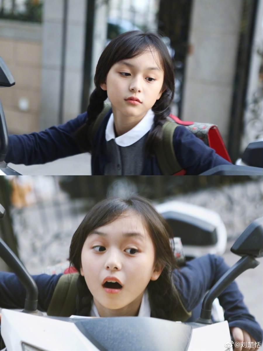 如今已滿9歲的她,兼顧學業之餘,偶爾還是會接演戲劇。(圖/摘自劉楚恬微博)