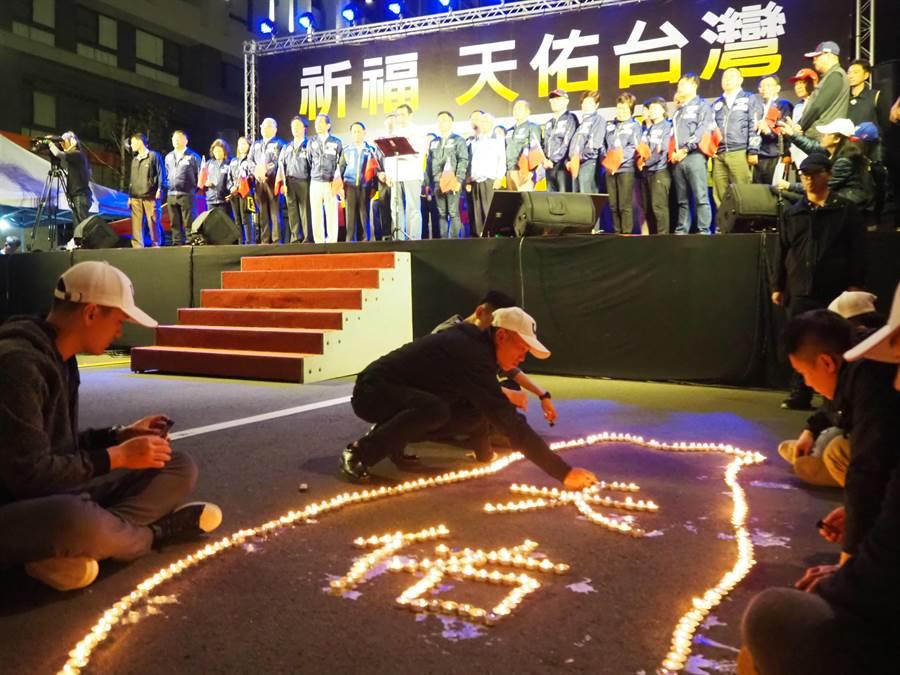 馬英九4日晚間參加新竹市的「祈福,天佑台灣─知恩感恩報恩」祈福晚會。(陳育賢攝)