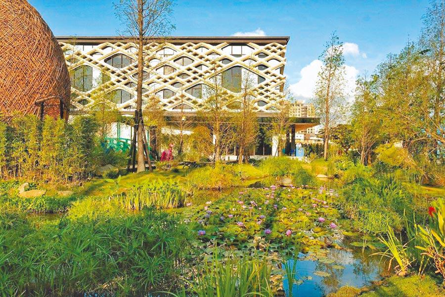 興富發在「樹禾苑」案場依法國印象派大師莫內名作精髓,打造了一座「莫內花園」。(興富發提供/王莫昀台北傳真)