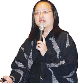 行政院政務委員唐鳳繞著地球跑 傳遞台灣暖實力