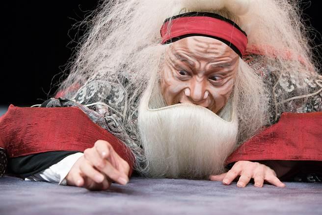 國家文藝獎得主吳興國率領當代傳奇劇場遠征智利,演出新編京劇《李爾在此》。(當代傳奇劇場提供/李欣恬台北傳真)