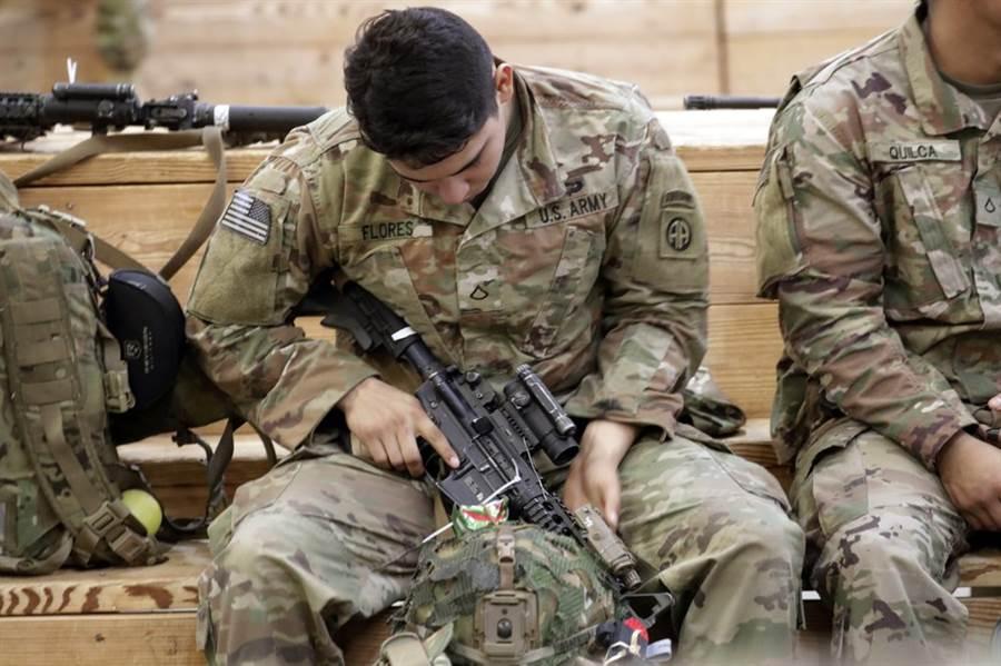 北約暫時與伊拉克的軍事訓練,避免衝突。(圖/美聯社)