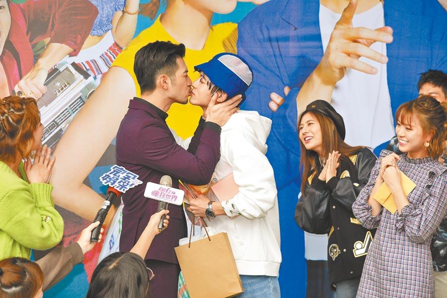 言明澔(左)昨和小樂在台上男男吻,非常吸睛。(三立提供)
