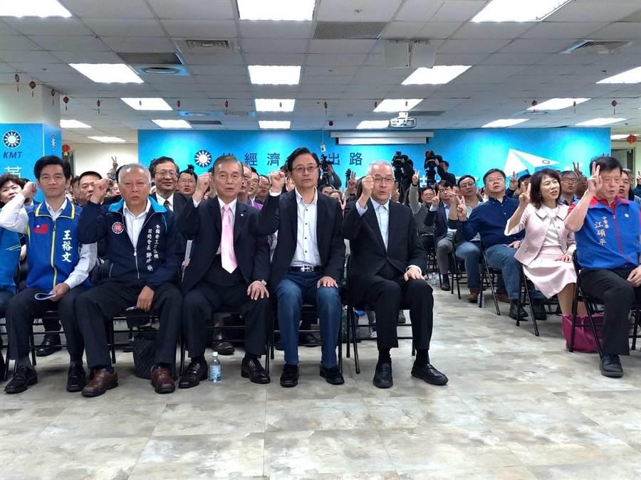 吳敦義、張善政出席挺韓後援總會動員會議。(黃福其攝)