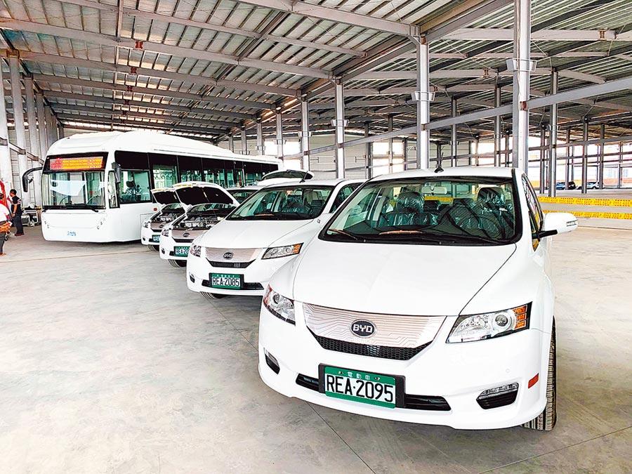 凱勝綠能新廠房內,擺放多輛電動車,展現立足電動車界的氣魄。(呂妍庭攝)