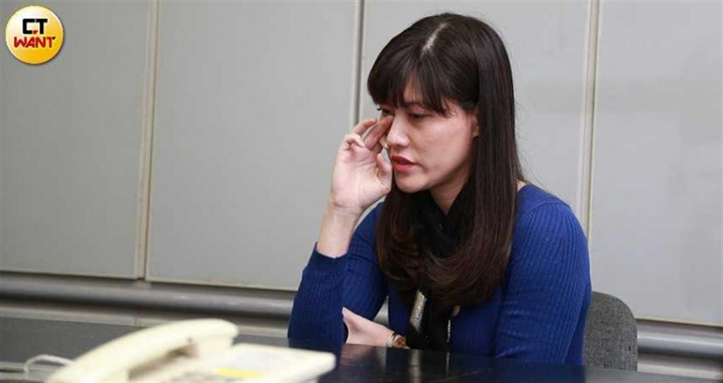 潔西憶及過往忍不住落淚,她覺得很心痛,居然早在她和劉男結婚之前,劉就已經有了別人。(圖/讀周志龍攝)