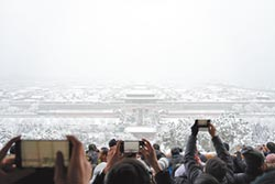 皇城雪景迎遊客 京民眾 塞在路