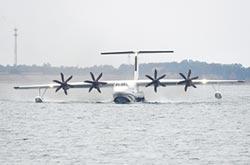 運輸、水陸兩棲機 為救援添裝
