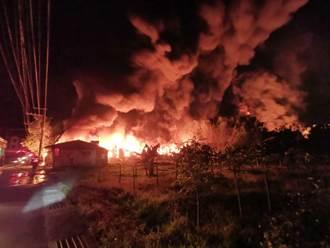 黑夜烈焰沖天!三峽不織布工廠大火