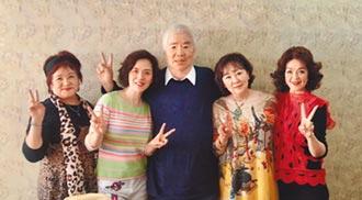 王芷蕾回台投票相聚侯麗芳 群星挺韓國瑜