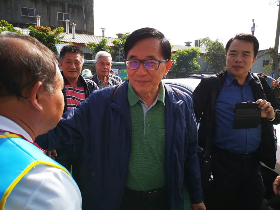 目前保外就醫的前總統陳水扁,7日下午現身彰化,受到現場民眾熱烈歡迎。(吳建輝攝)