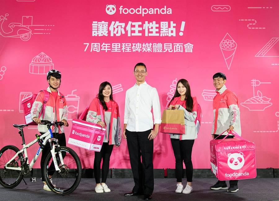 foodpanda董事總經理方俊強(中)。(foodpanda提供/記者林資傑台北傳真)