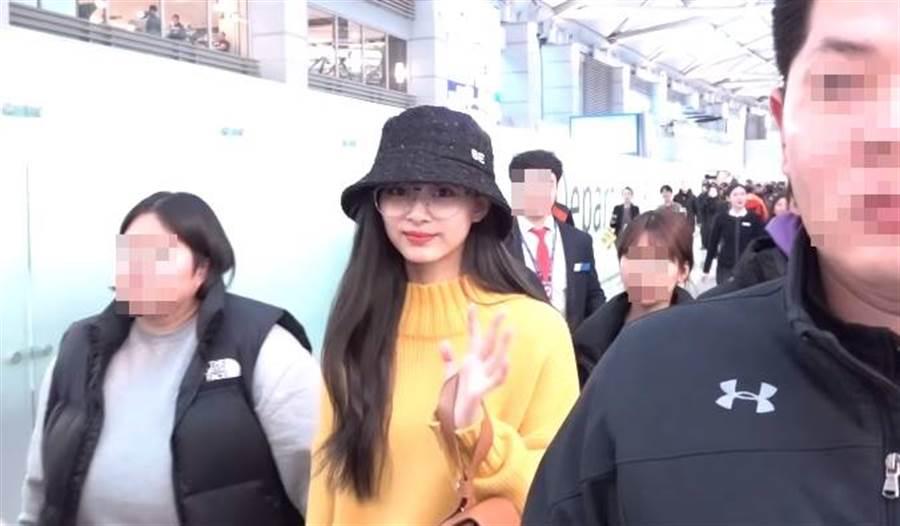 周子瑜今(7)日從韓國回台,預計會待到農曆年後。(圖/翻攝自Youtube)