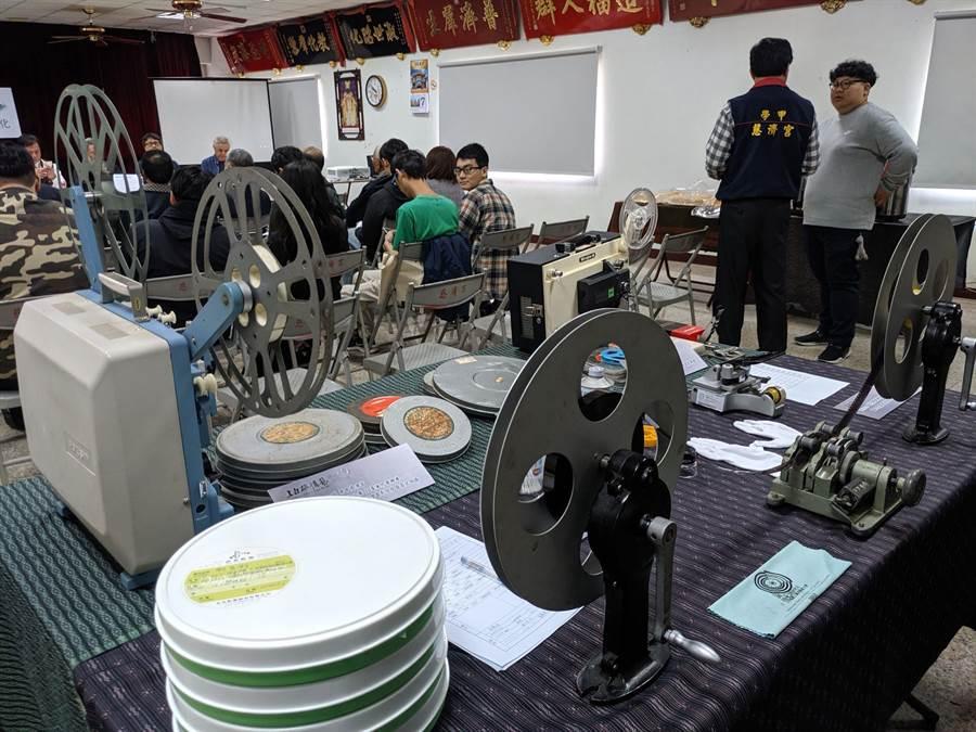 慈濟宮還保留當年拍攝膠卷及放映機器。(莊曜聰攝)