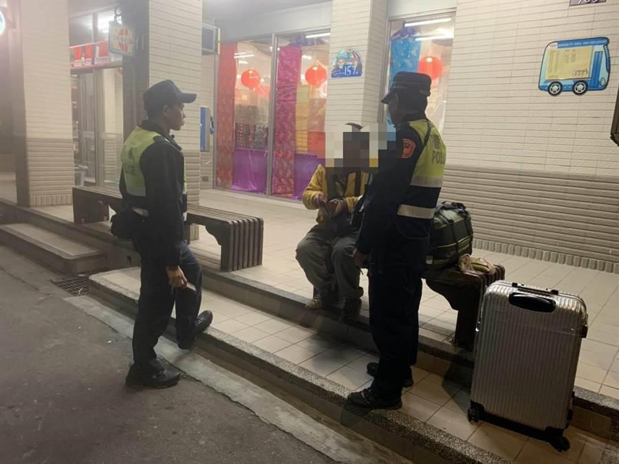 香港籍禤姓男子來台修道卻與友人走散,向警求助順利趕上飛機返鄉。(翻攝照片/巫靜婷苗栗傳真)
