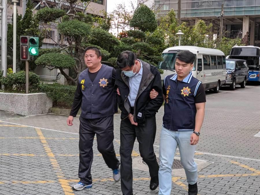 警方逮捕鄭姓嫌犯,赫然發現他是前調查官。(林郁平攝)