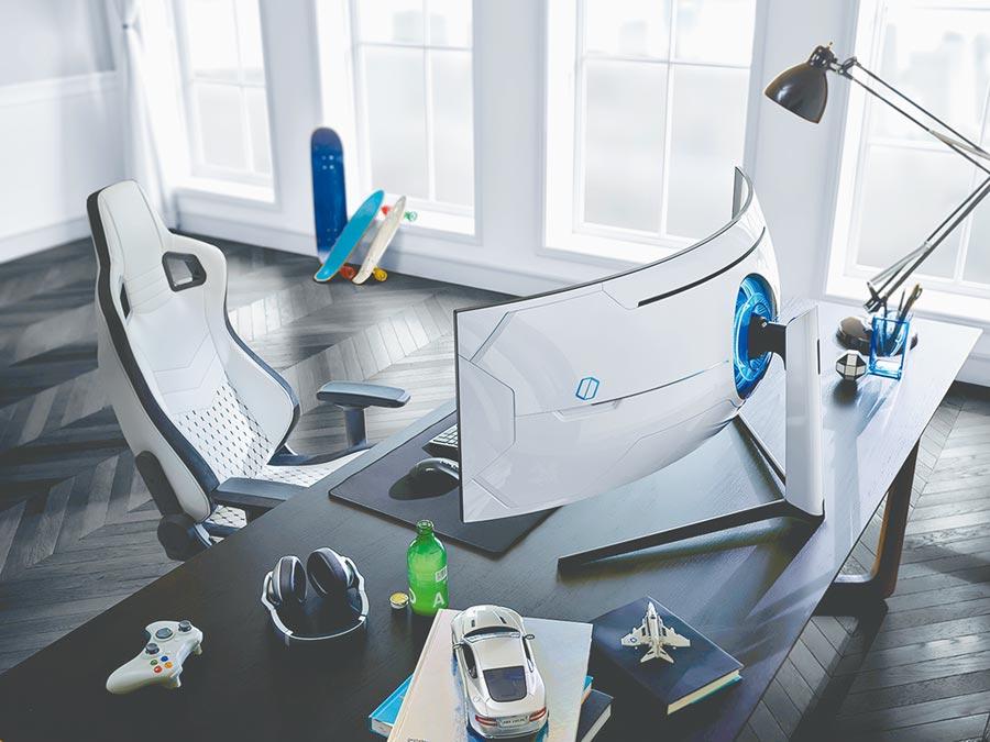 三星於2020年CES國際消費電子展推出新Odyssey電競顯示器,G9和G7曲面QLED電競顯示器以1000R曲度,配上QLED畫質,讓玩家帶來更沉浸式的體驗。(三星提供)