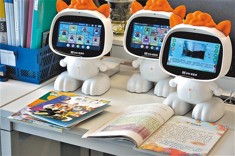 上海唐唐教育科技推出大陸首款AI教育機器人「妙妙.喵星球」。(記者葉文義攝)