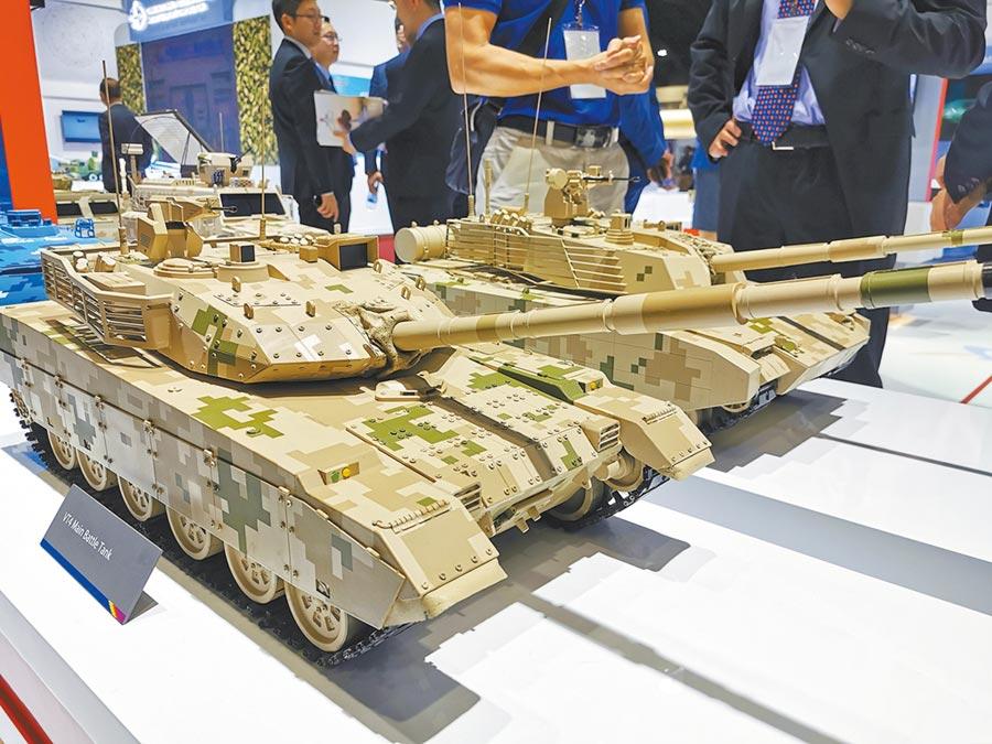 國防軍工將成為短期內的偏主題投資。圖為2019年11月18日泰國國際防務展,北方工業展出坦克模型。(新華社)