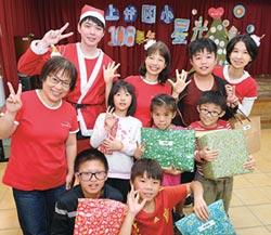 中壽志工伴偏鄉童 過最佳聖誕節