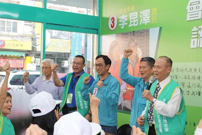民進黨候選人李昆澤下午也與海內外客家社團領袖,一同在李昆澤競選總部為選戰加油打氣。(李昆澤競選總部提供/洪浩軒高雄傳真)