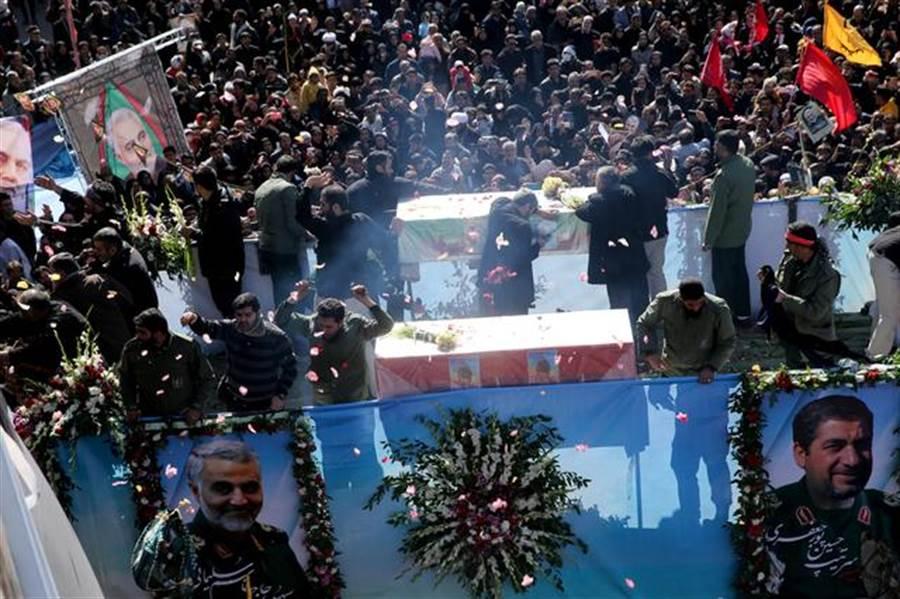 蘇雷曼尼喪禮踩踏意外造成56人死亡。(圖/路透社)