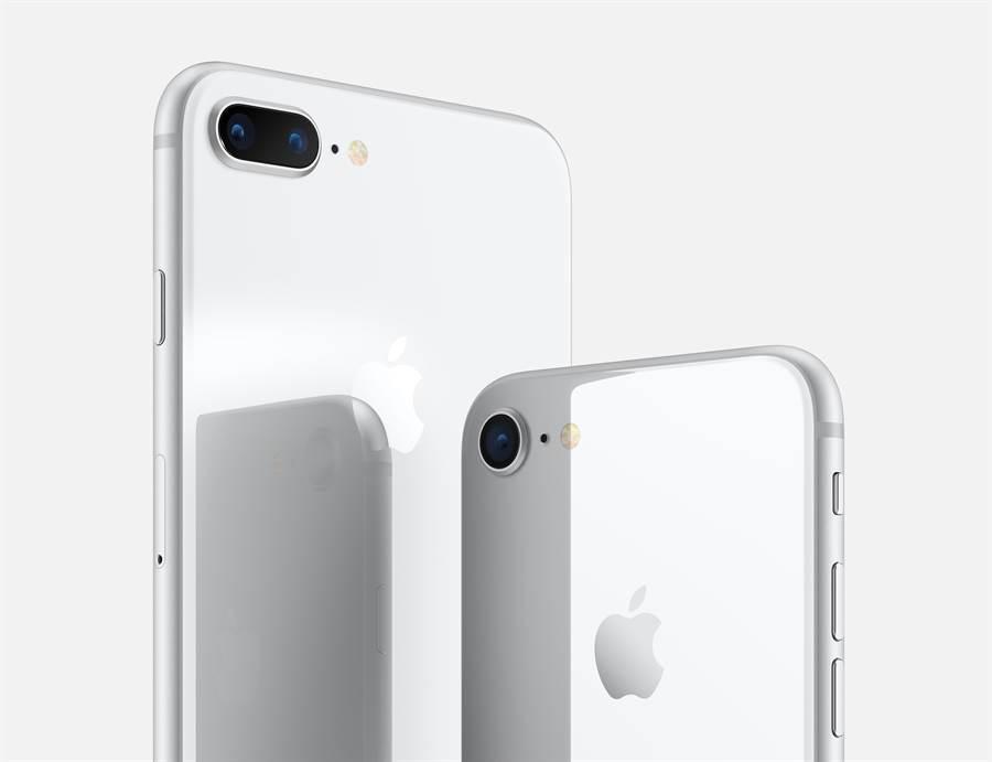 iPhone 8 與 iPhone 8 Plus 銀色版本。對比爆料達人曝光的 iPhone SE 2 兩者確實十分相近。(摘自蘋果官網)