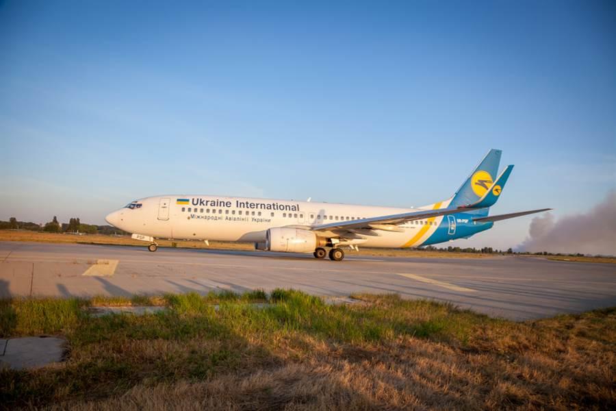 伊朗半官方的塔斯尼姆通訊社8日報導,一架載有180名乘客的烏克蘭國際航空波音737客機在伊朗德黑蘭機場起飛後墜毀。圖為烏克蘭國際航空波音班機資料照。(資料照/shutterstock)