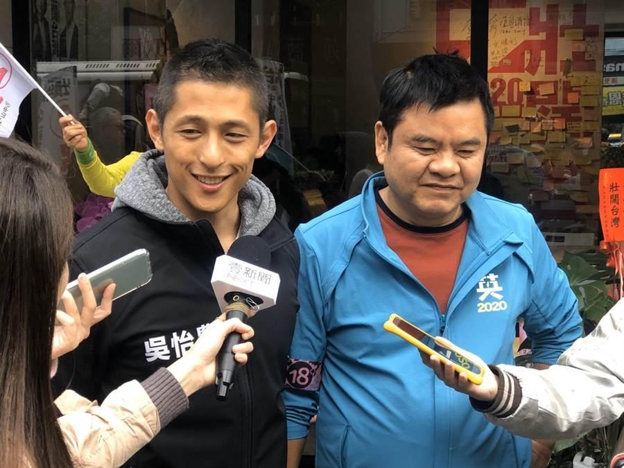 綠委莊瑞雄(右)8日盛讚,民進黨立委候選人吳怡農(左)是史上最可以把國民黨嚇死的候選人。(吳怡農競總提供/張穎齊台北傳真)