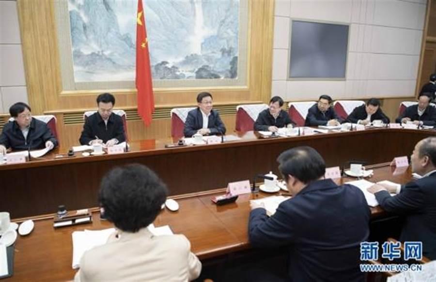 1月6日,第七次全國人口普查領導小組全體會議在北京召開。中共中央政治局常委韓正出席會議並講話。(新華社)