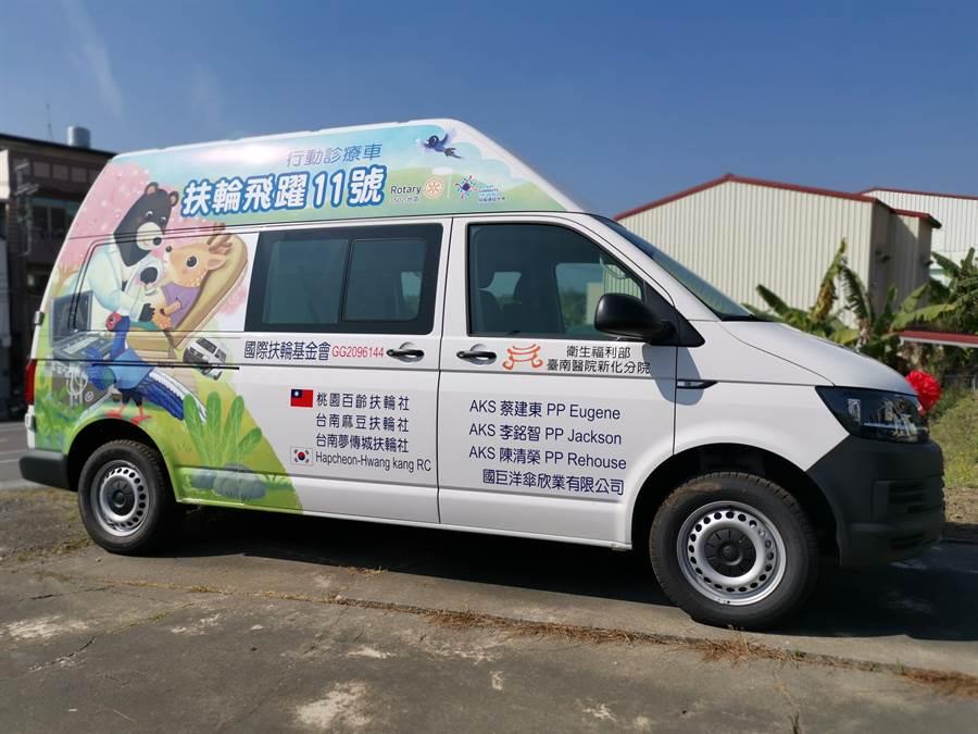 國際扶輪捐贈5輛醫療巡迴車,其中一輛將交由部立台南醫院新化分院使用,讓左鎮偏鄉居民健康更有保障。(劉秀芬攝)