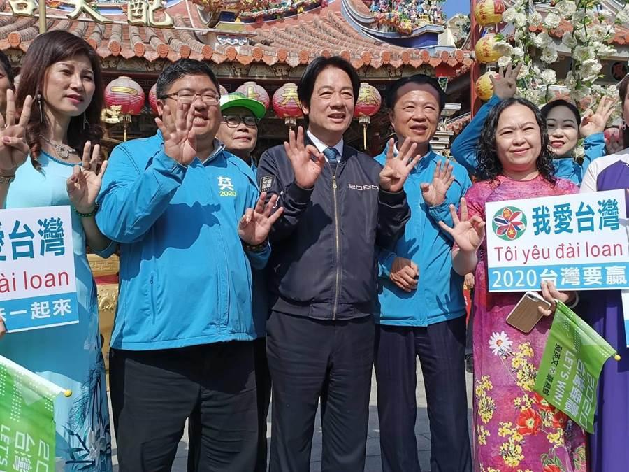 越南新住民支持者也到現場相挺。(張毓翎攝)