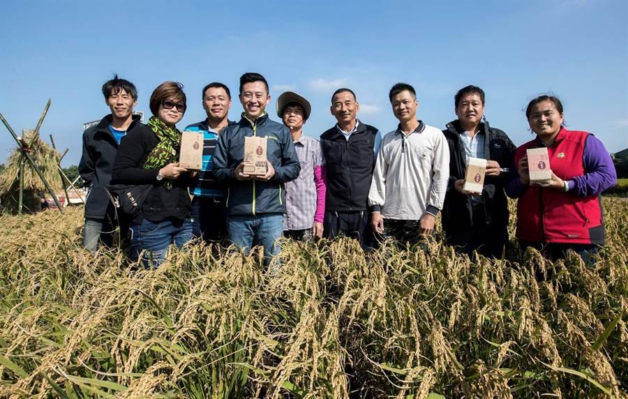 新竹市長林智堅上任後,透過設計包裝,打造農業品牌好香米。(市府提供/羅浚濱新竹傳真)