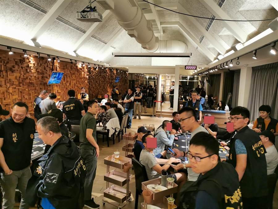 廖姓男子等人開設遊戲主題餐廳提供賭博場所,遭警方查獲。(翻攝照片/陳淑芬台中傳真)