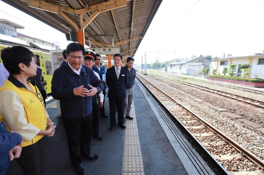 林佳龍8日下鄉彰化視察田中火車站,表示將斥資41.81億元,興建台鐵田中支線,與加強集集支線的基礎建設,將其打造成台灣第一條觀光鐵道。(田中鎮公所提供/彰化報導)
