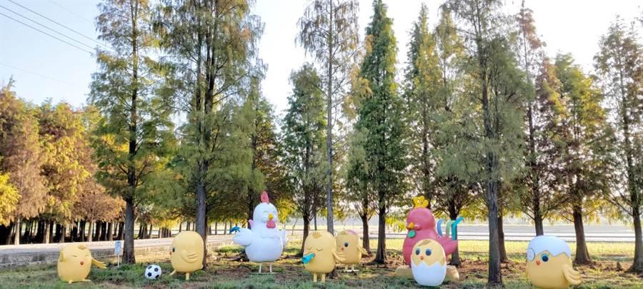 台南市政府全力推六甲區落羽松森林觀光旅遊,在落羽松景點附近設置裝置藝術。(六甲區公所提供/劉秀芬台南傳真)