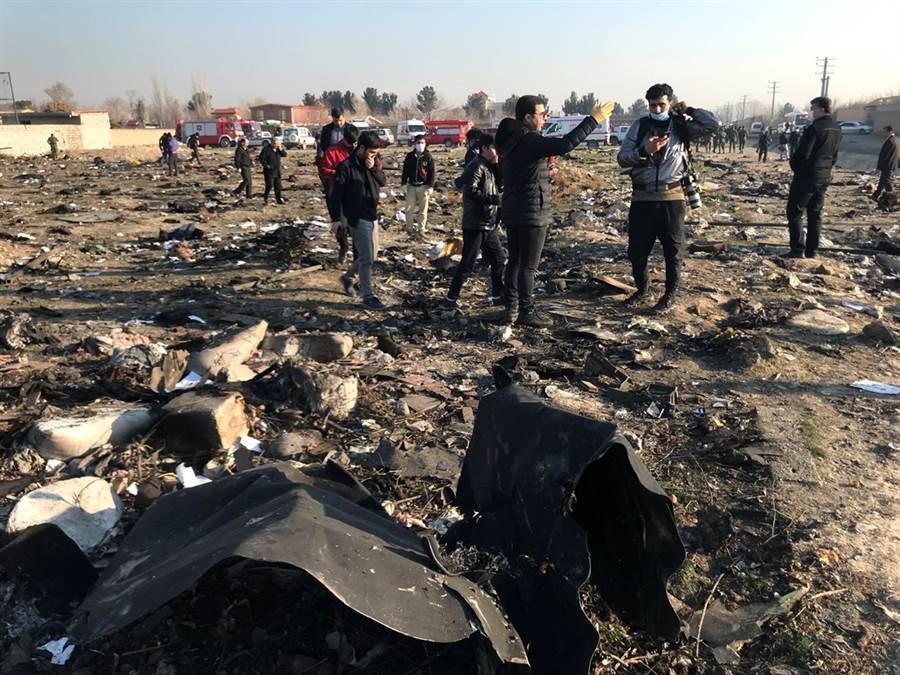 烏克蘭國際航空波音客機墜毀現場。(圖/路透社)