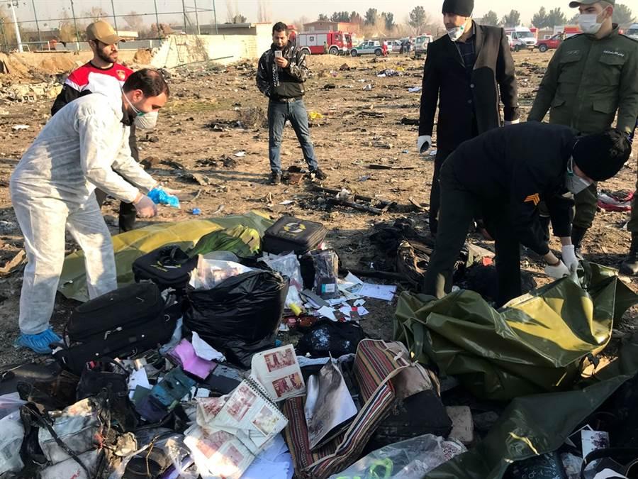 烏克蘭國際航空波音班機事故現場。(圖/路透社)