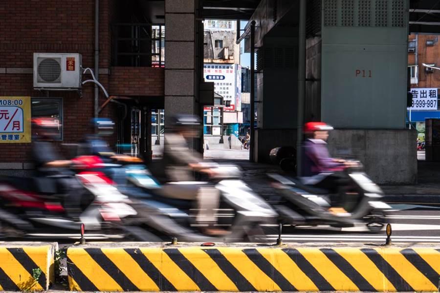 年紀越大騎車速度越慢?網曝關鍵(圖/達志影像)