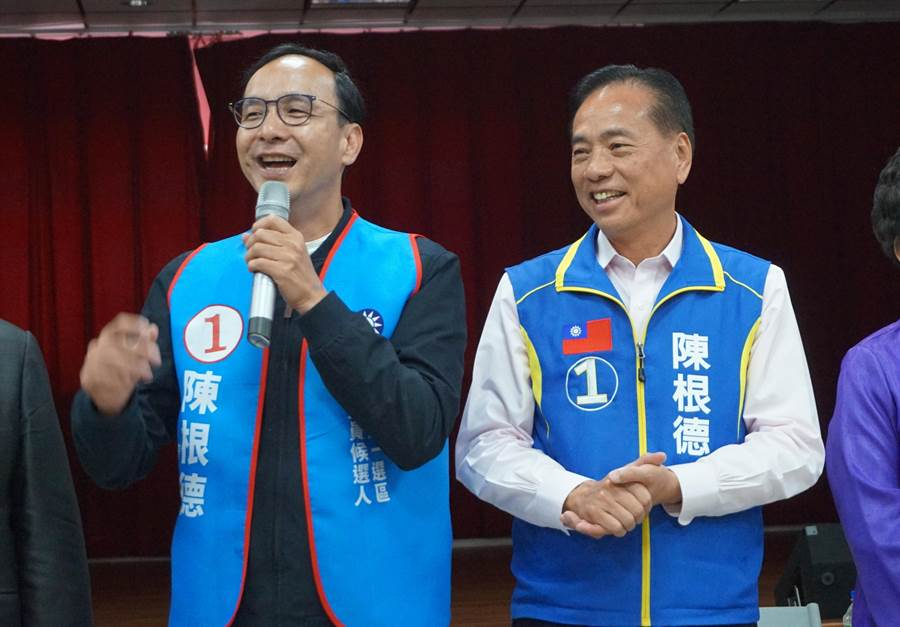 國民黨總統候選人韓國瑜全國競選總部主委朱立倫(左)。(甘嘉雯攝)