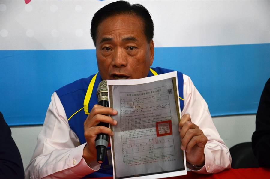 桃園市第一選區立委候選人陳根德指檢、調發出的傳票,恐會被對手大做文章,屆時他要澄清都沒機會。(賴佑維攝)