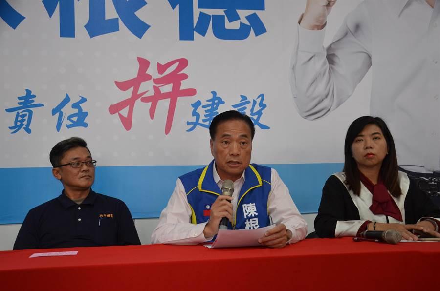 桃園市第一選區立委候選人陳根德(中)新黨不分區立委名單中的律師陳麗玲(右)、陸光新城代表(左)8日開記者會指控國家機器。(賴佑維攝)